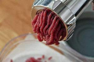 Fleisch zubereiten: Fleischwolf für Babynahrung