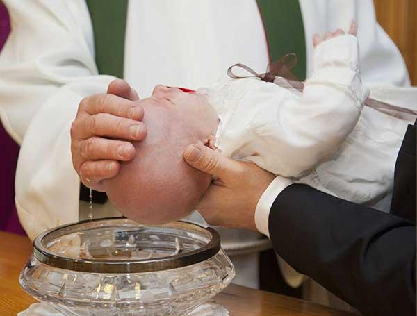 Das Baby während der Stillzeit taufen